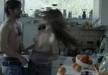 Сцена из фильма Смотреть, стоя в стороне / Na kathesai kai na koitas (2013) Смотреть, стоя в стороне сцена 12
