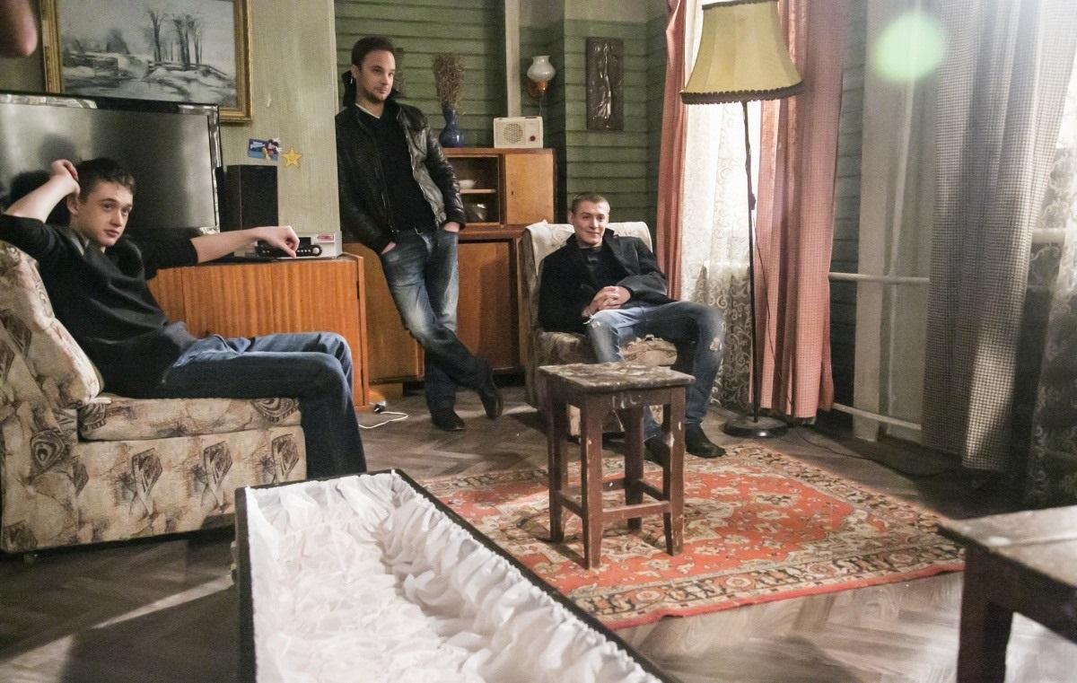 Отбросы / плохие (1-5 сезон) (2009) mp4,3gp,avi hd скачать сериал.