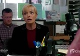 Сцена из фильма Падение Дженнифер / Jennifer Falls (2014) Падение Дженнифер сцена 1