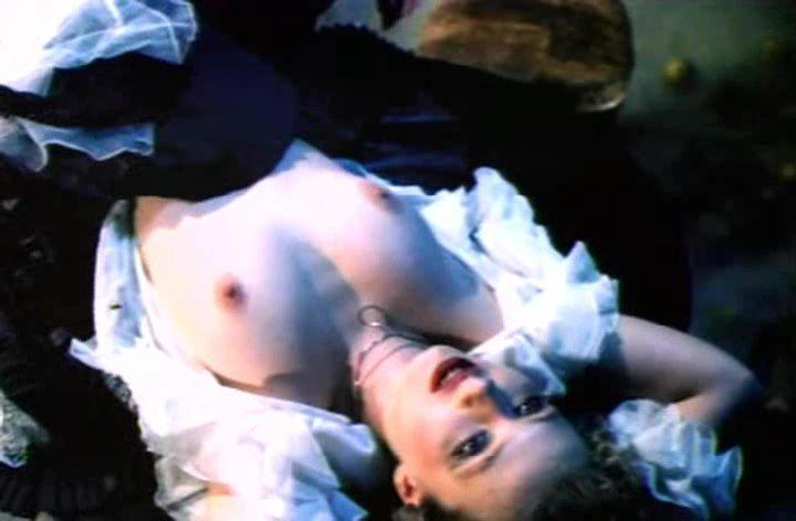 Декольте Ксении Буравской – Парижане (2006)