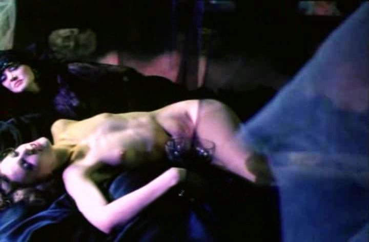 Лесбийский Секс Рэйчел Кроуфорд С Паскаль Бюссьер – Когда Наступает Ночь (1995)
