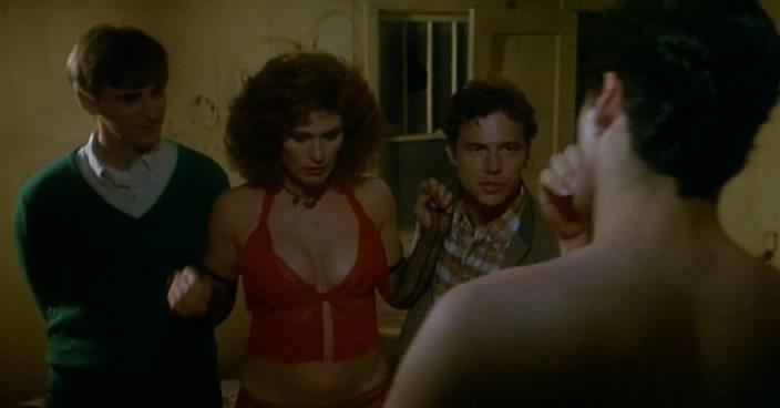 Сцены порки женщин в исторических фильмах, две девушки дерутся на ринге ебут друг друга