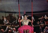 Сцена из фильма Девушка в розовом платье / The Girl in the Red Velvet Swing (1955) Девушка в розовом платье сцена 18